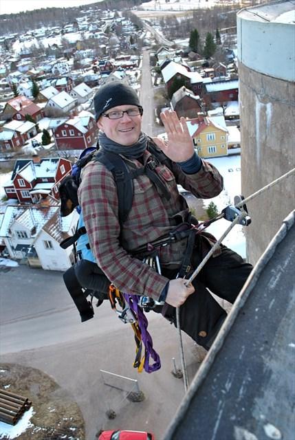 Mr. Adventurer starting his descent. Note the passenger in his rucksack.