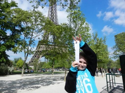 Leon with the log for GC4HAV3 - Gustave et la Tour